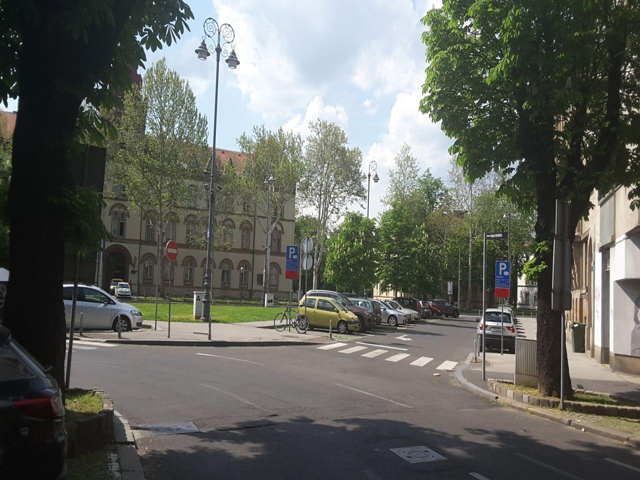Zagreb, širi centar, Trg Vladka Mačeka, 5sobni ured, 108m2, 5,6€/m2