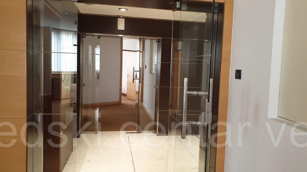 Trešnjevka, poslovna zgrada, 371 m2, 4.kat, 10€/m2
